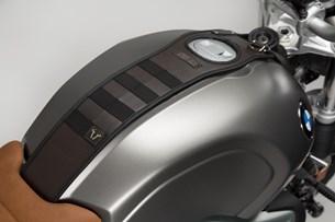 Bild von Legend Gear Tankriemen-Set. BMW R nineT-Modelle (14-). Mit Zusatztasche LA1.