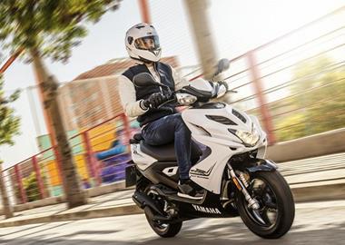 Leihmotorrad Yamaha Aerox 50