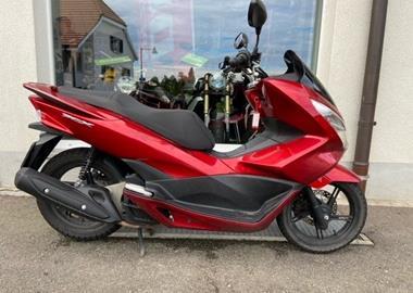 Leihmotorrad Honda PCX 125