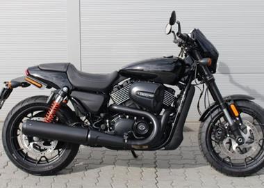 Leihmotorrad Harley-Davidson Street Rod