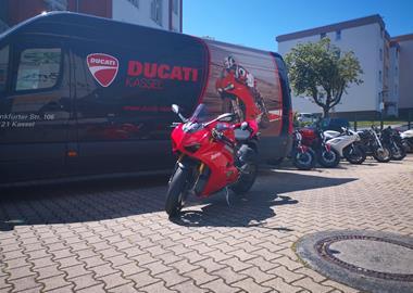 Leihmotorrad Ducati Panigale V4 S