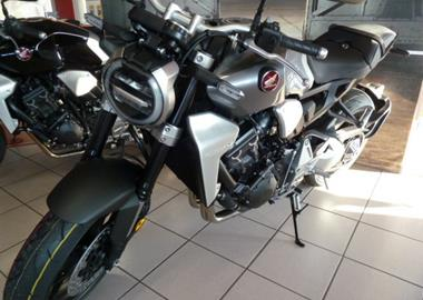 Leihmotorrad Honda CB 1000 R