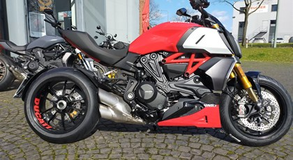 Ducati Diavel 1260 S Red