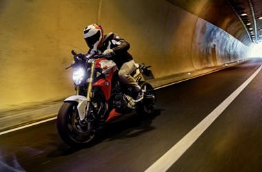 /rental-motorcycle-bmw-f-900-r-19059