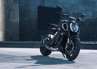 Leihmotorrad Ducati Diavel 1200 Dark