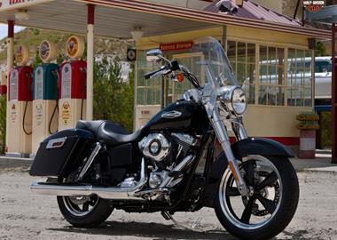 Leihmotorrad Harley-Davidson Dyna Switchback FLD
