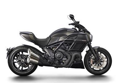 Leihmotorrad Ducati Diavel Carbon