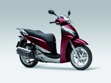 /rental-motorcycle-honda-sh300i-8886