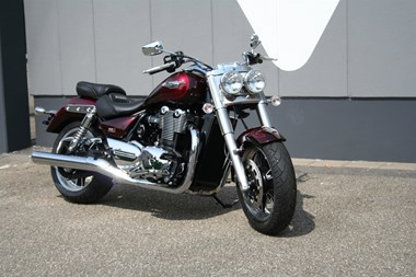/rental-motorcycle-triumph-thunderbird-commander-8967