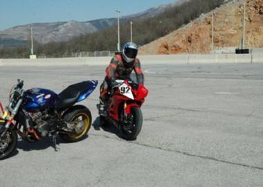 Gebrauchtmotorrad Honda CB 900 F Hornet