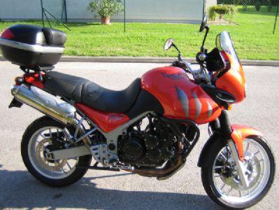 umgebautes motorrad triumph tiger 955i von kojak. Black Bedroom Furniture Sets. Home Design Ideas
