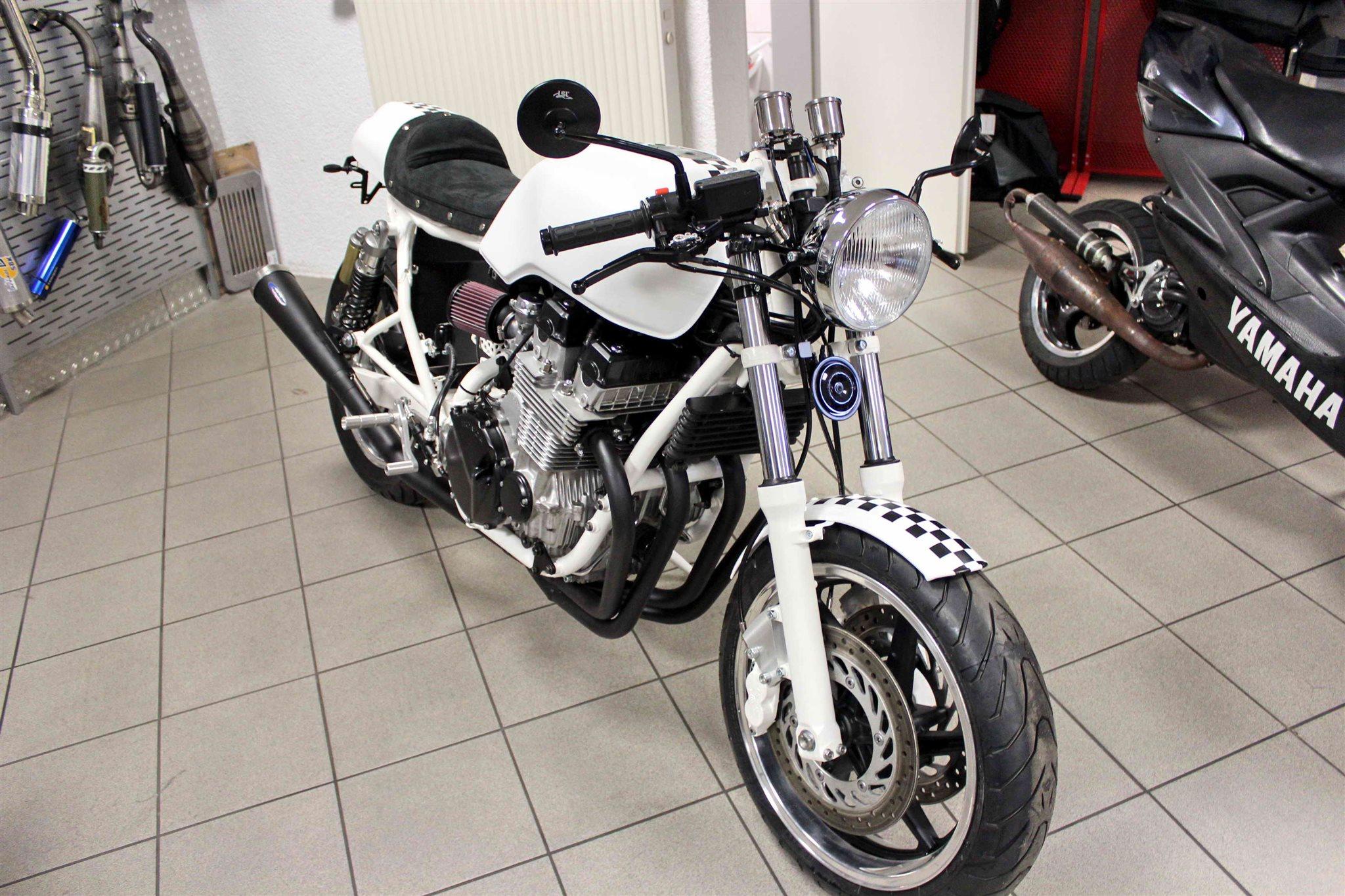 umgebautes motorrad honda cb 750 sevenfifty von auto und motorradhaus b rstadt gmbh. Black Bedroom Furniture Sets. Home Design Ideas