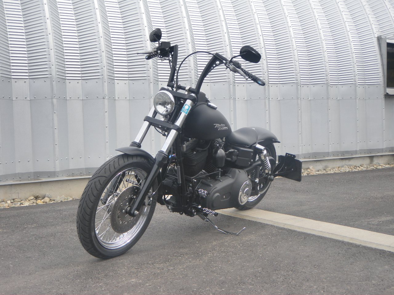 umgebautes motorrad harley davidson dyna street bob fxdb