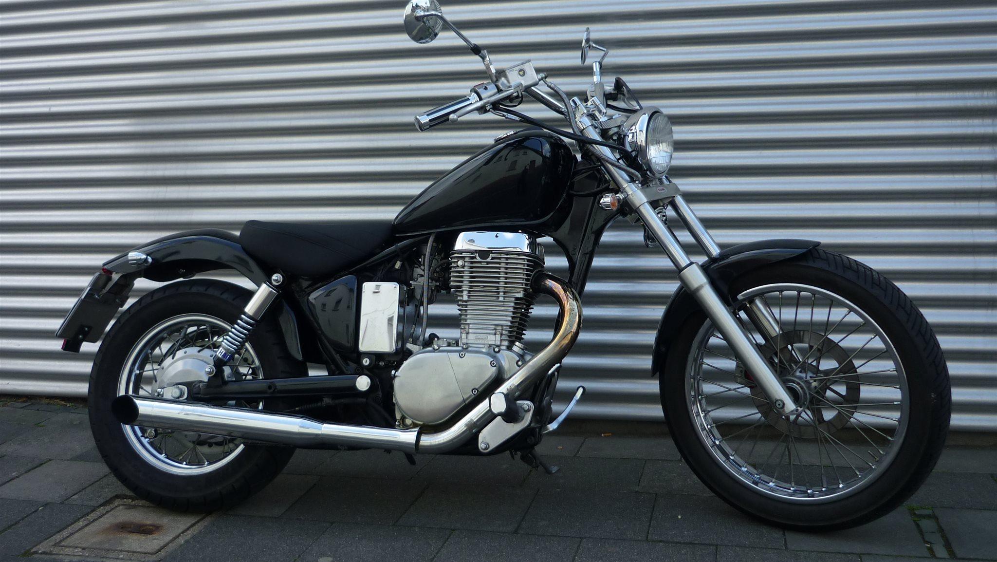 Umgebautes Motorrad Suzuki LS 650 Von 2 Rad Lohmer