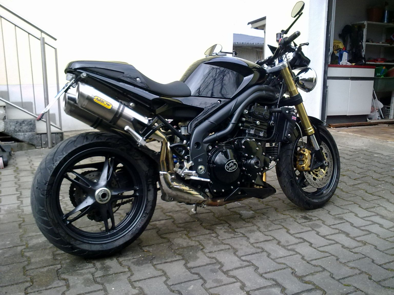 Umgebautes Motorrad Triumph Speed Triple 1050 von