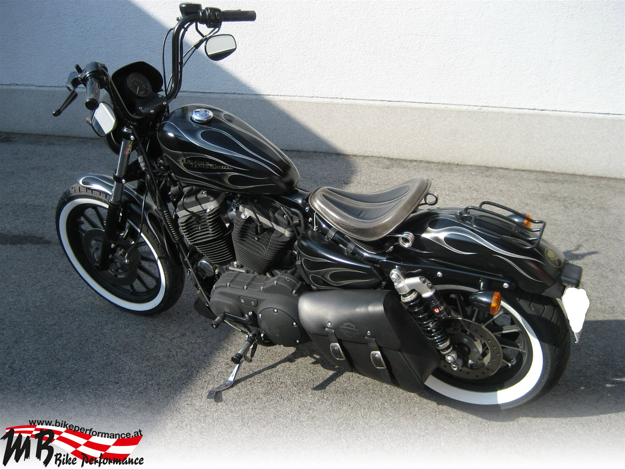 umgebautes motorrad harley davidson sportster xl 883 n. Black Bedroom Furniture Sets. Home Design Ideas