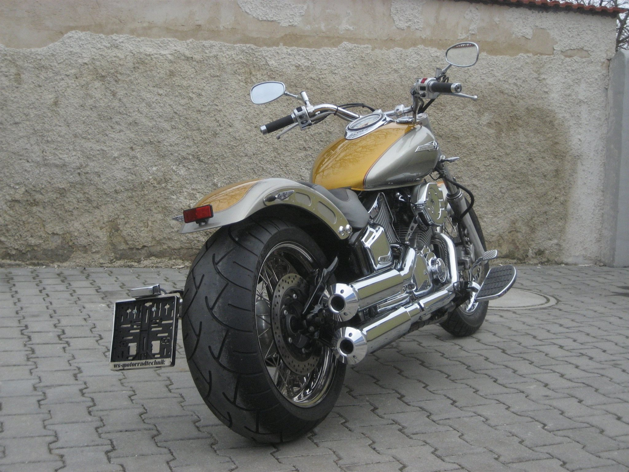 umgebautes motorrad yamaha xvs 1100 drag star von ws. Black Bedroom Furniture Sets. Home Design Ideas