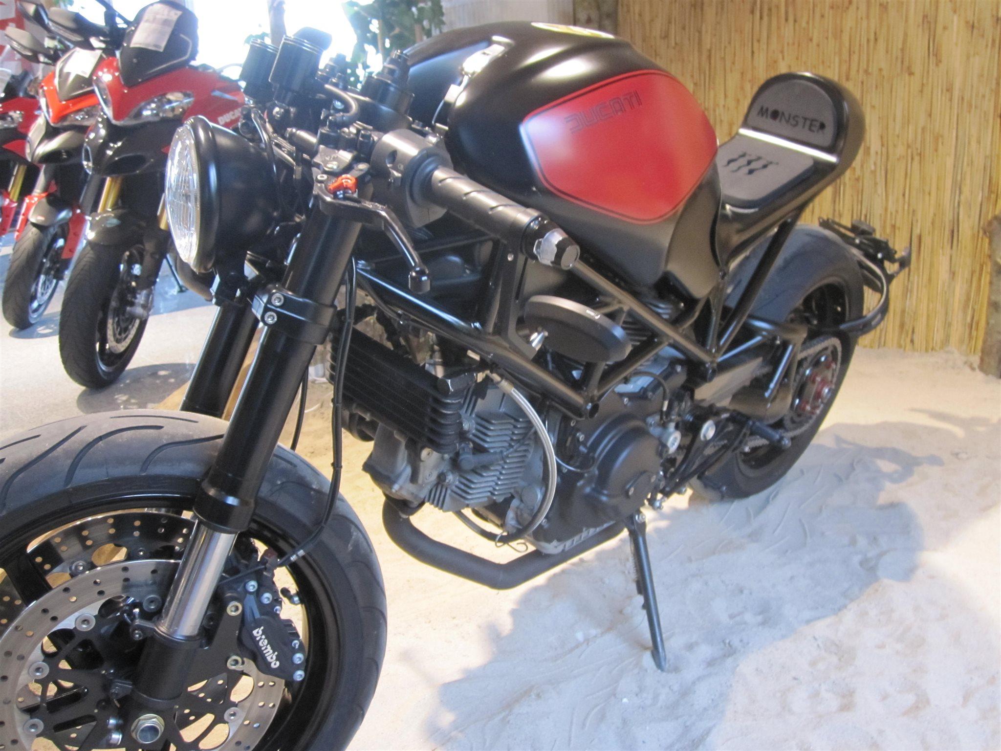 umgebautes motorrad ducati monster s2r 1000 von. Black Bedroom Furniture Sets. Home Design Ideas