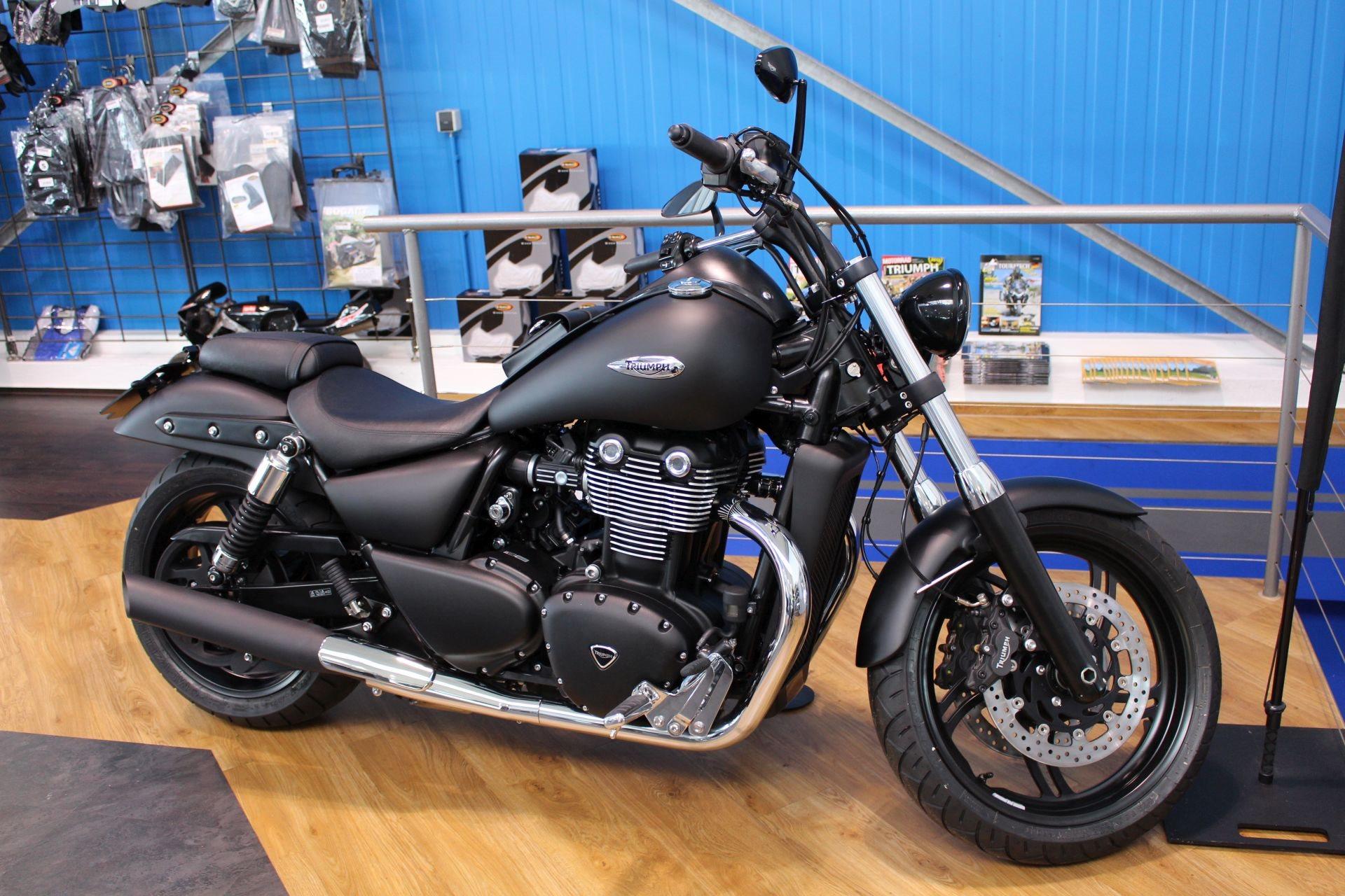 Umgebautes Motorrad Triumph Thunderbird Storm Von Zweiradtechnik