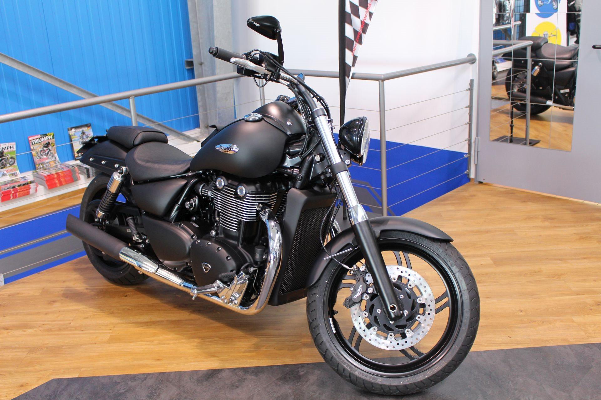 Details On The Custom Bike Triumph Thunderbird Storm Of Dealer