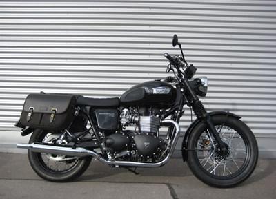 Triumph Bonneville T100 Black Ein wenig umgebaut