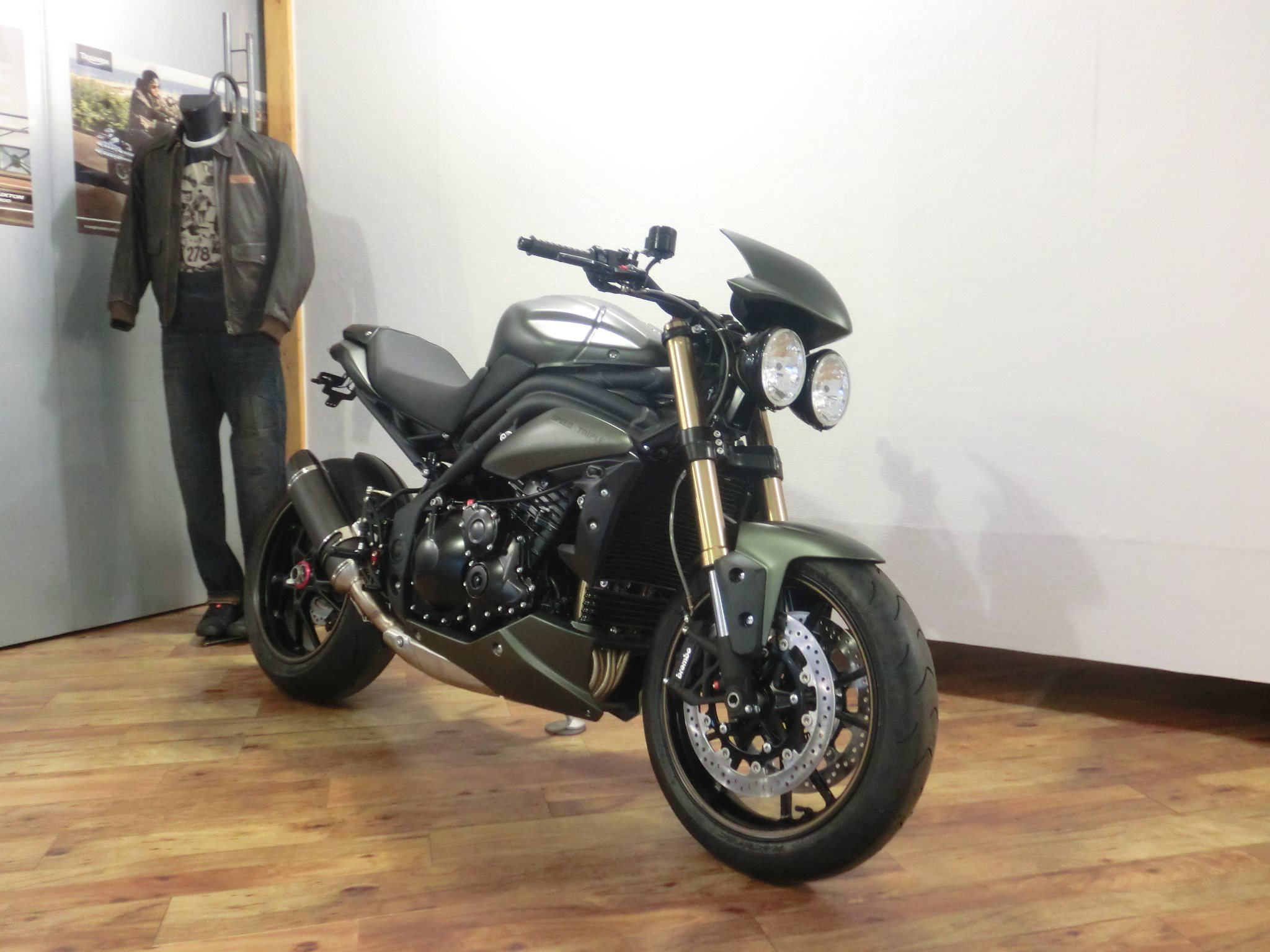 umgebautes motorrad triumph speed triple 1050 von triumph retail gmbh niederlassung dortmund. Black Bedroom Furniture Sets. Home Design Ideas