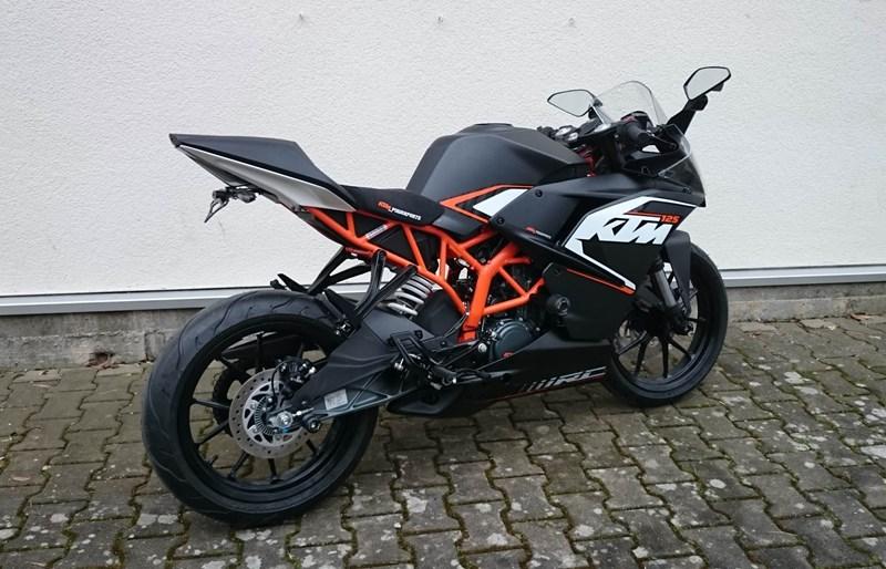 Umgebautes Motorrad KTM RC 125 von hmf Motorräder GmbH