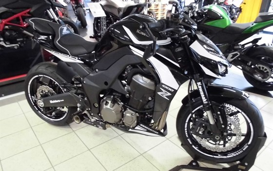Umgebautes Motorrad Kawasaki Z 1000 Black Edition von Team