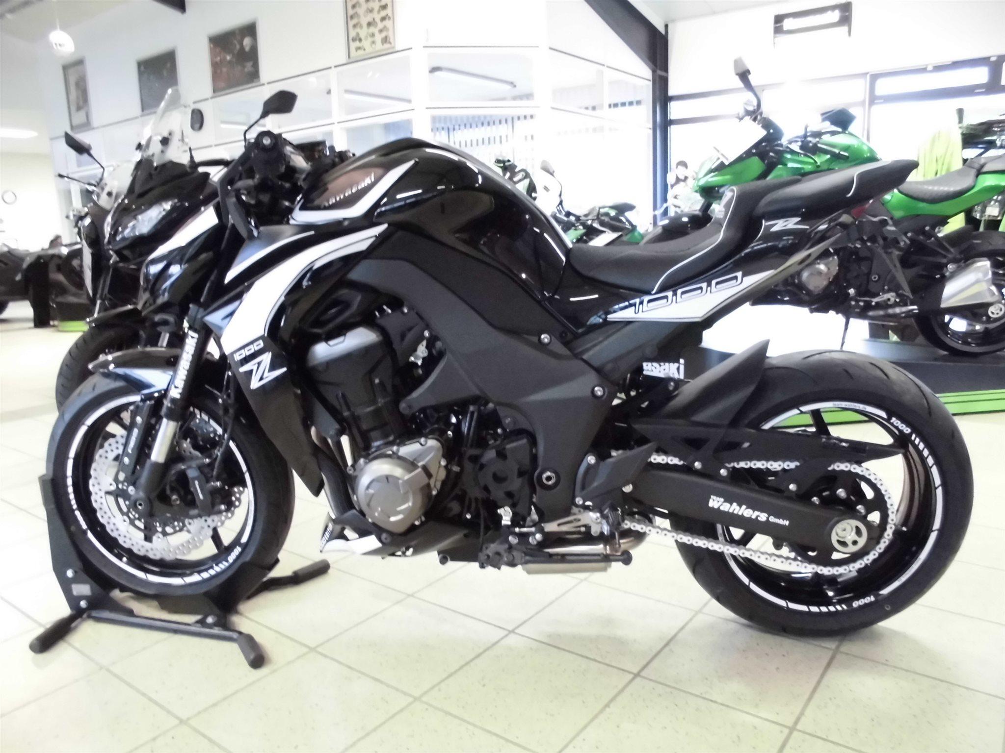 Umgebautes Motorrad Kawasaki Z 1000 Black Edition von