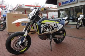 Husqvarna 701 Supermoto Umbau anzeigen
