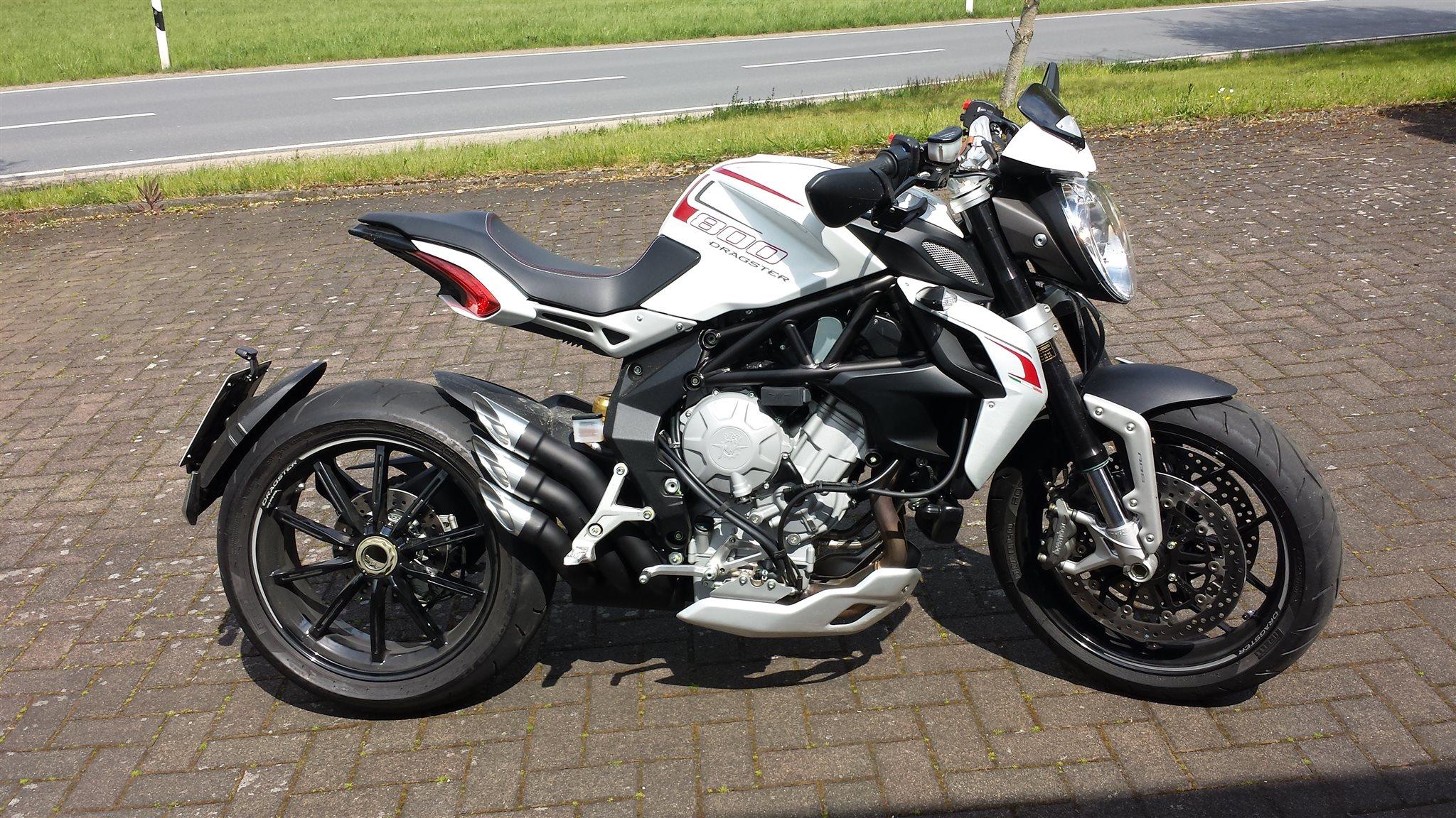 Agusta Brutale  Vs Ducati Monster