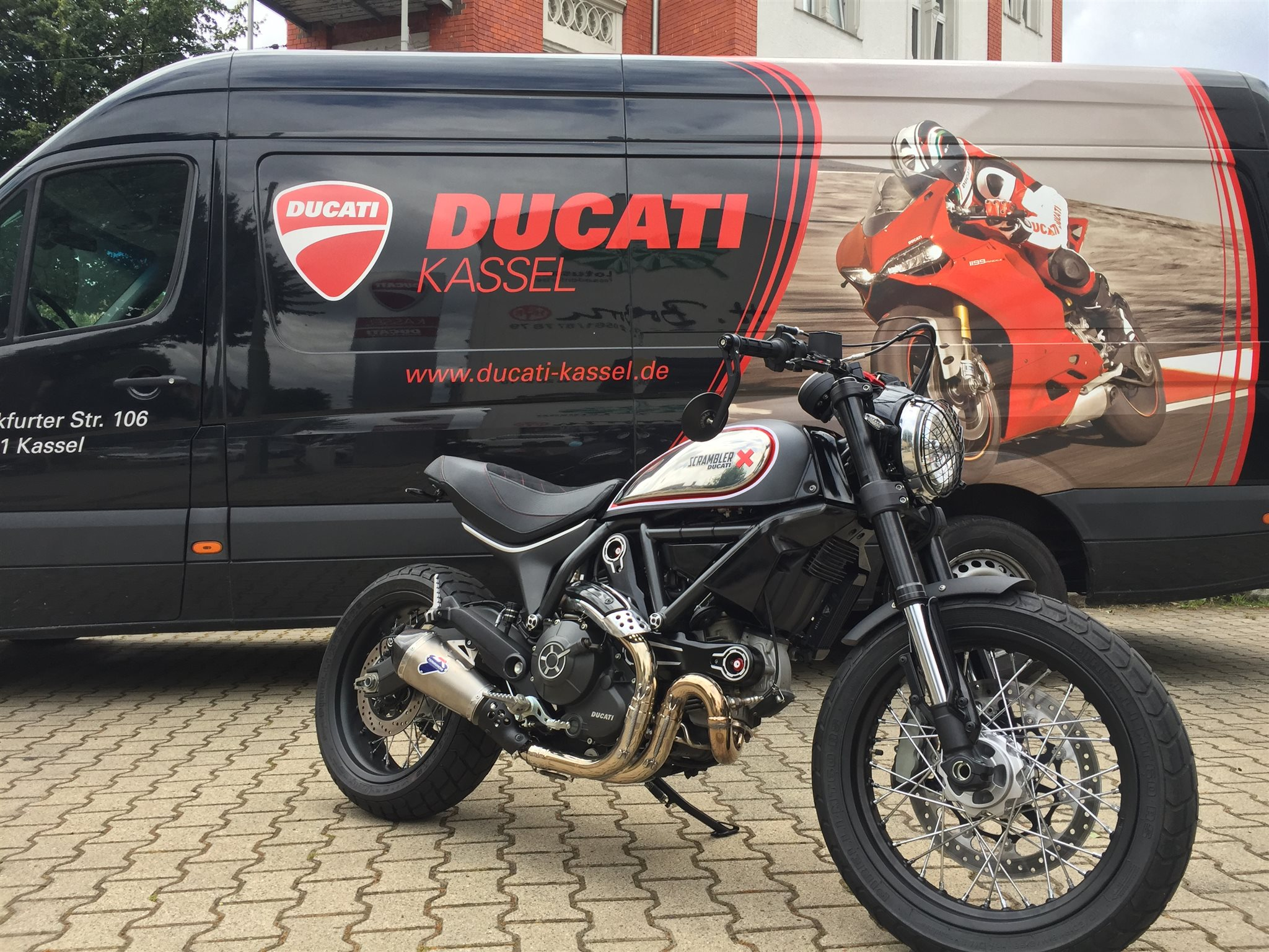 umgebautes motorrad ducati scrambler icon von ducati. Black Bedroom Furniture Sets. Home Design Ideas