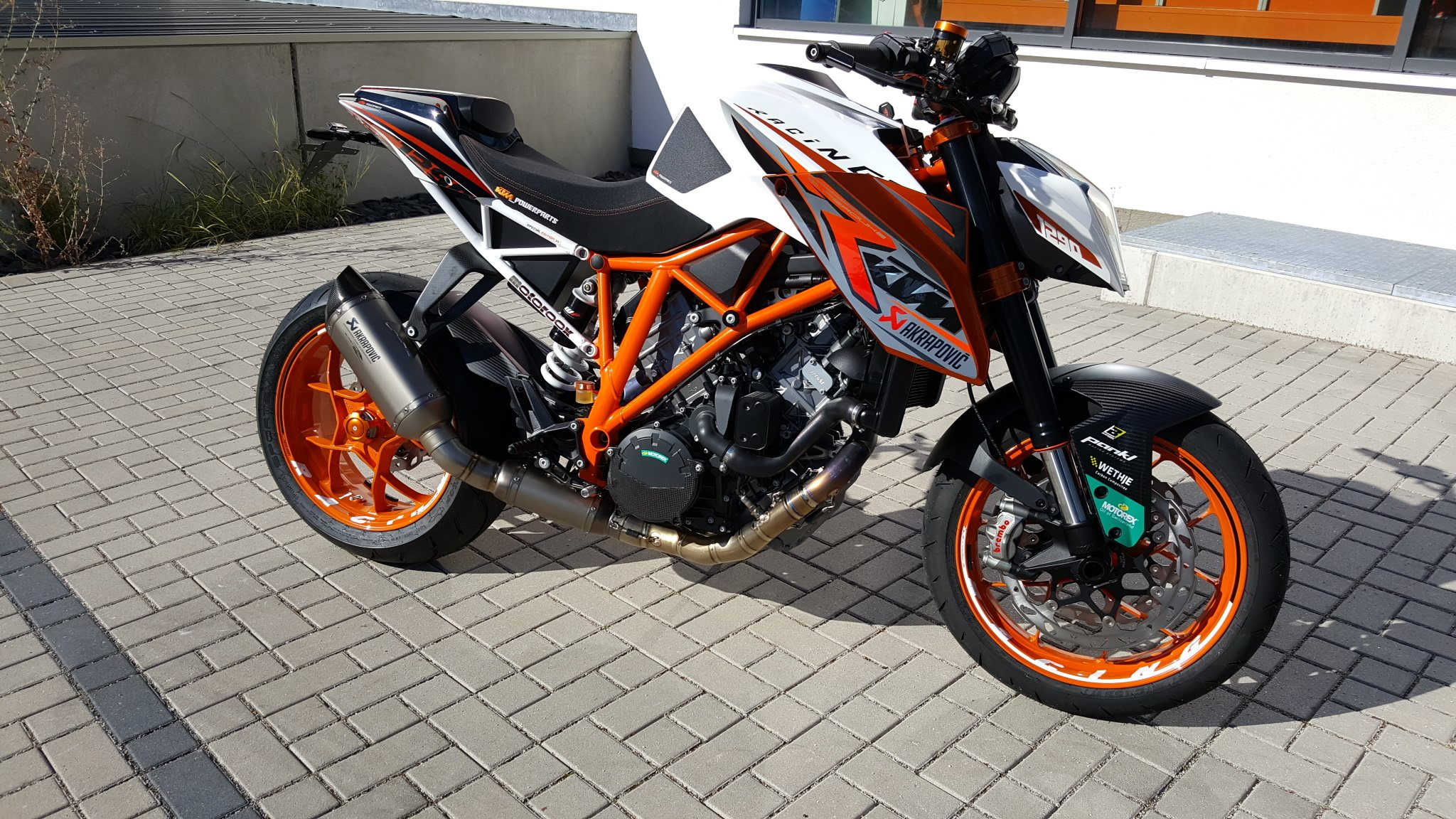umgebautes motorrad ktm 1290 super duke r von ktm motoroox. Black Bedroom Furniture Sets. Home Design Ideas