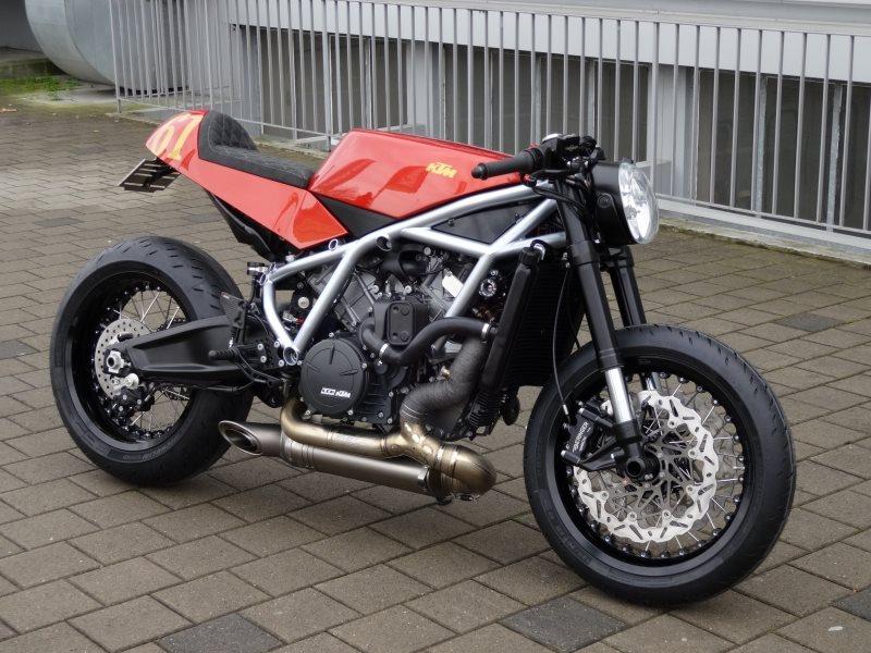 Umgebautes Motorrad KTM 1190 RC8 von Emil Weber Motos AG