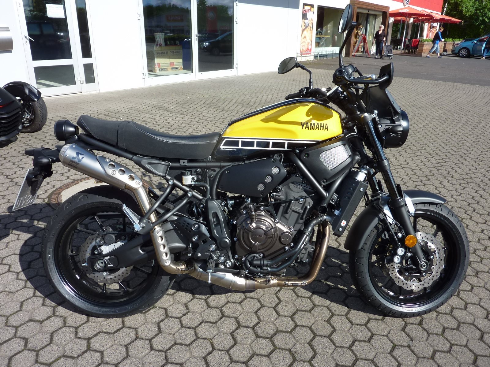 umgebautes motorrad yamaha xsr700 von zweirad center. Black Bedroom Furniture Sets. Home Design Ideas