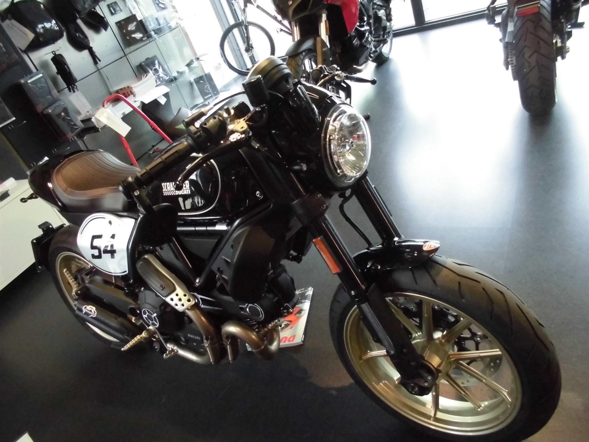 umgebautes motorrad ducati scrambler cafe racer von team. Black Bedroom Furniture Sets. Home Design Ideas