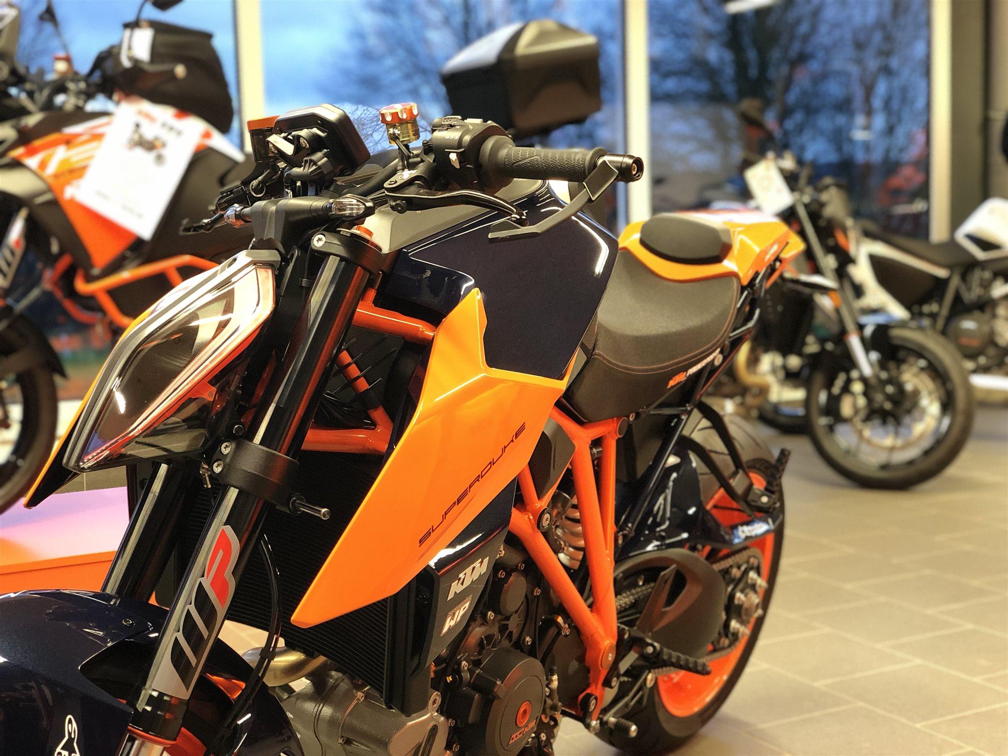 details zum custom bike ktm 1290 super duke r des h ndlers. Black Bedroom Furniture Sets. Home Design Ideas