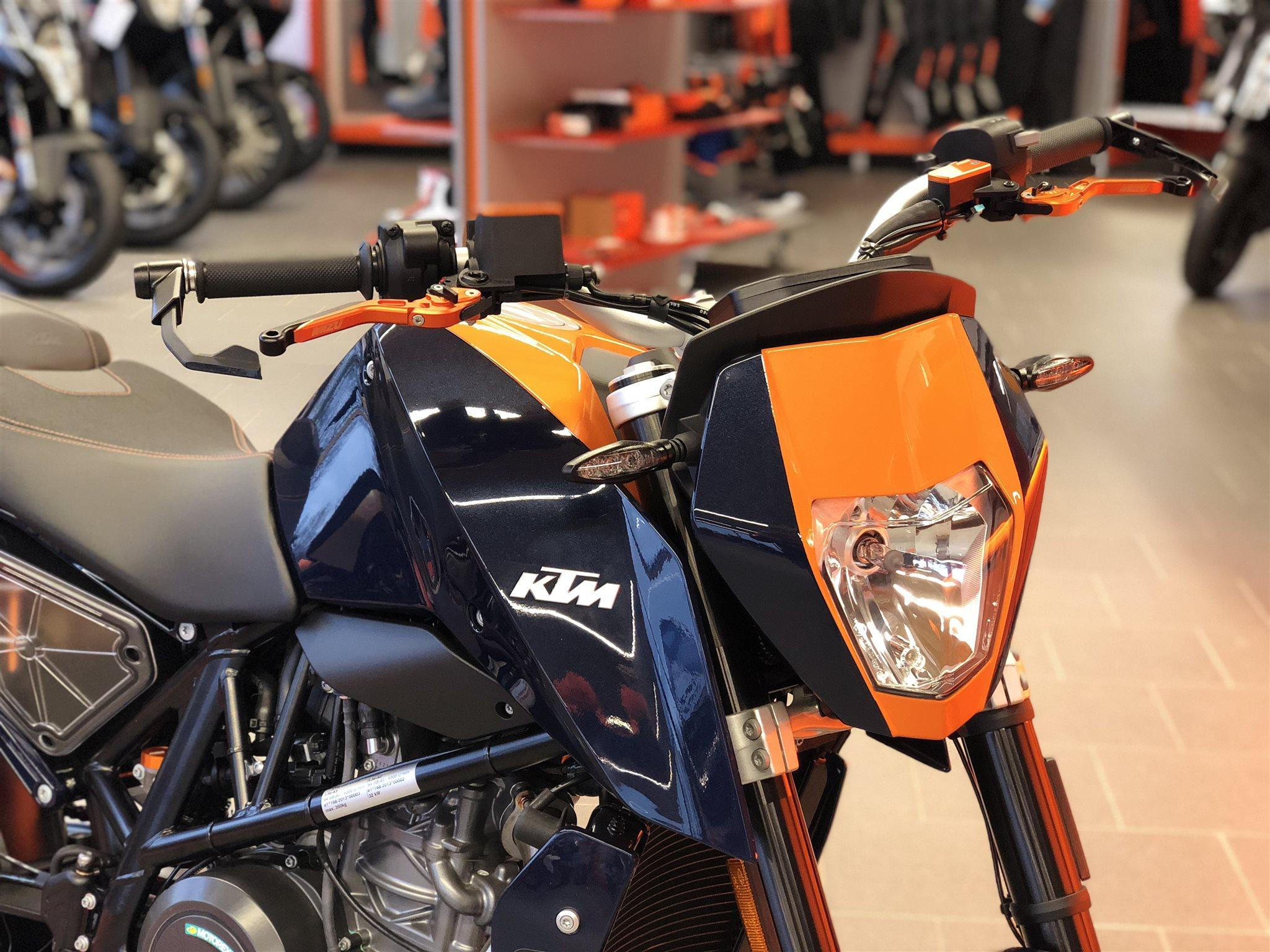 umgebautes motorrad ktm 690 duke von biker s point fuchs. Black Bedroom Furniture Sets. Home Design Ideas