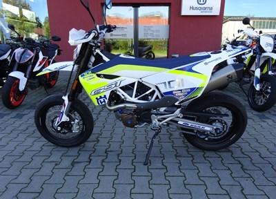 Husqvarna 701 Supermoto Stark umgebaut
