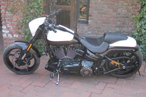 Harley-Davidson CVO Breakout FXSBSE Umbau anzeigen