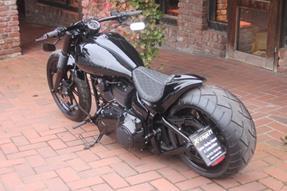 Harley-Davidson Softail Breakout FXSB Umbau anzeigen
