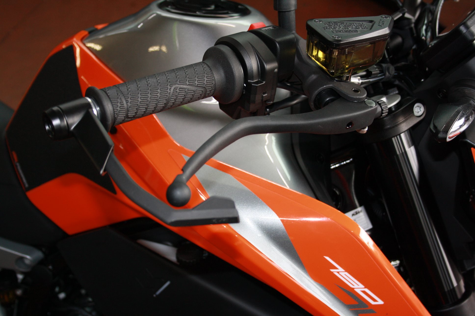 details zum custom bike ktm 790 duke des h ndlers zweirad. Black Bedroom Furniture Sets. Home Design Ideas