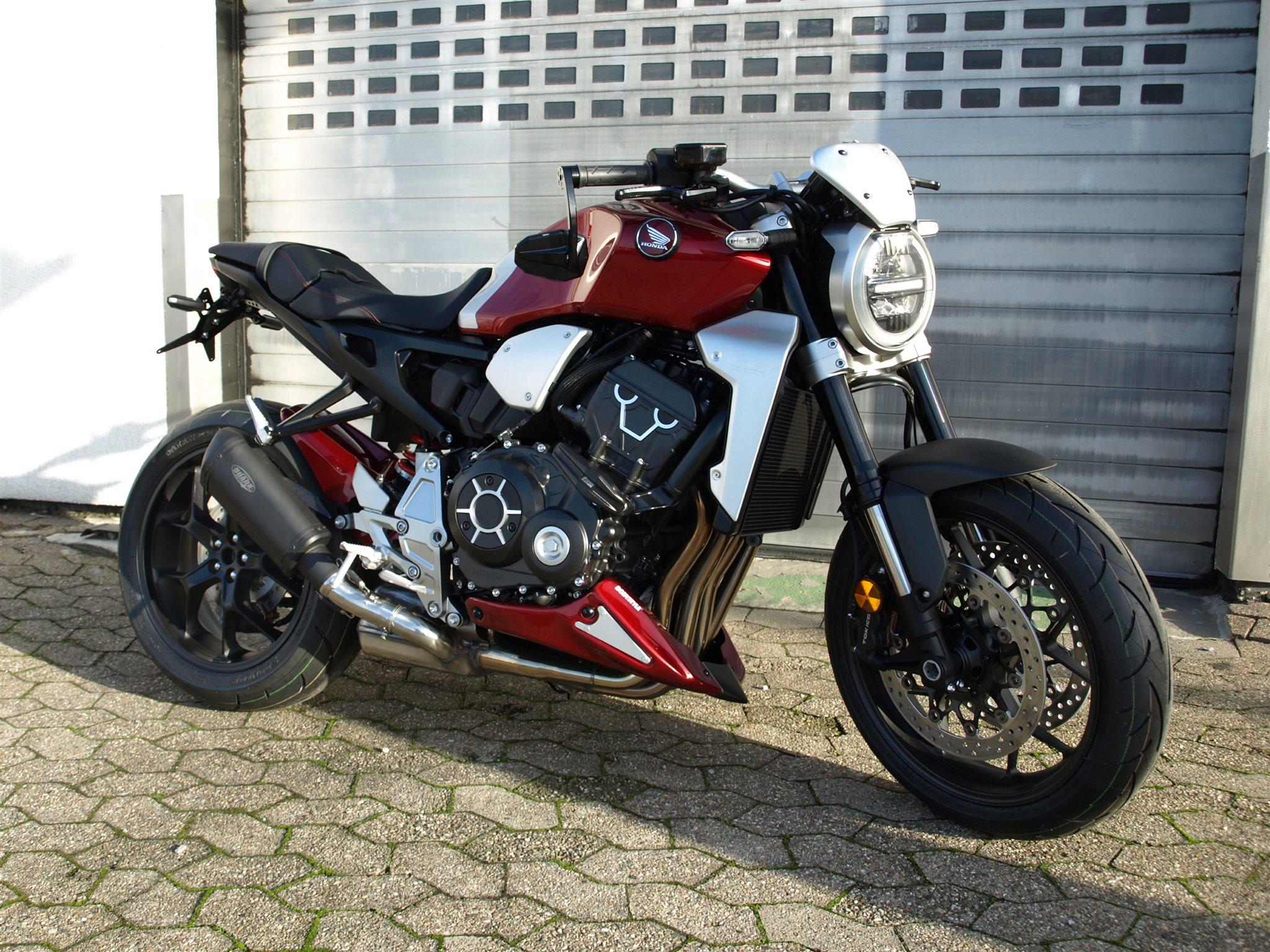 Verleihmotorrad Naked Bike Tuono V4 1100 Factory vom