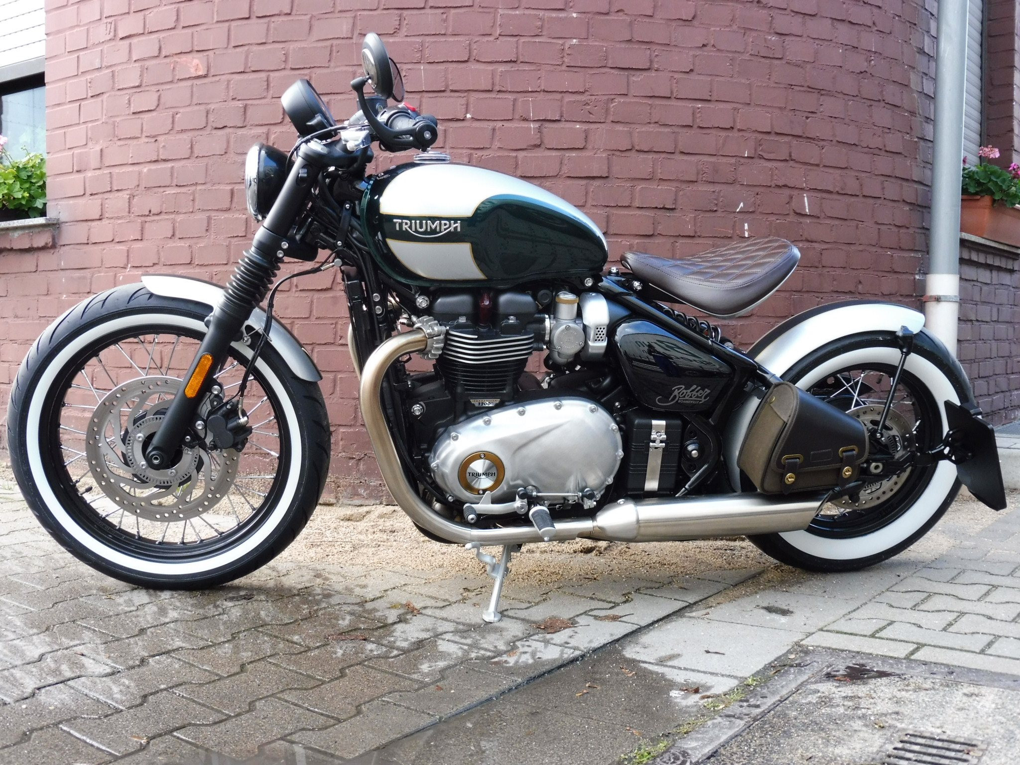 umgebautes motorrad triumph bonneville bobber von mansour. Black Bedroom Furniture Sets. Home Design Ideas