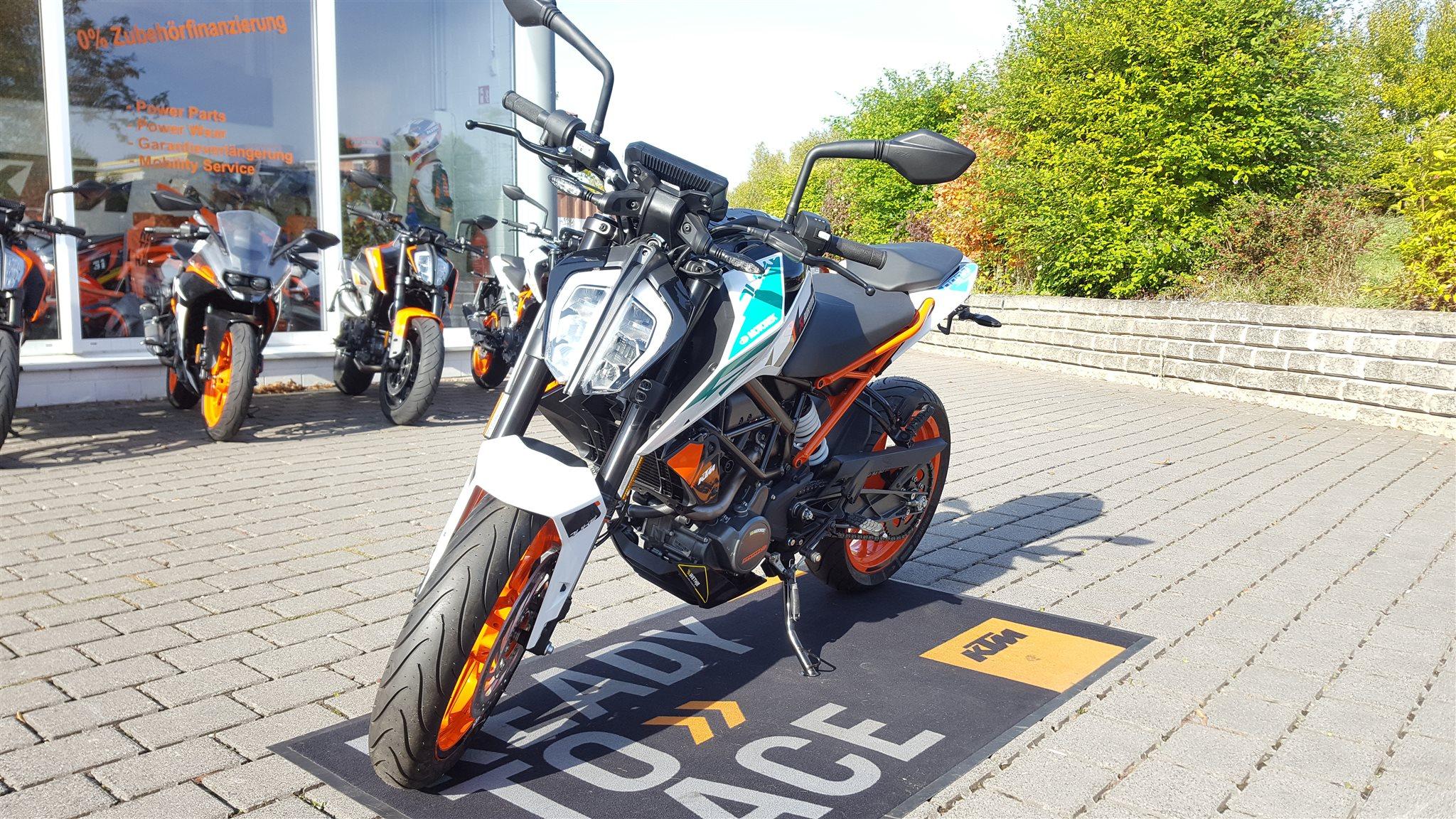 umgebautes motorrad ktm 125 duke von biker s point fuchs. Black Bedroom Furniture Sets. Home Design Ideas