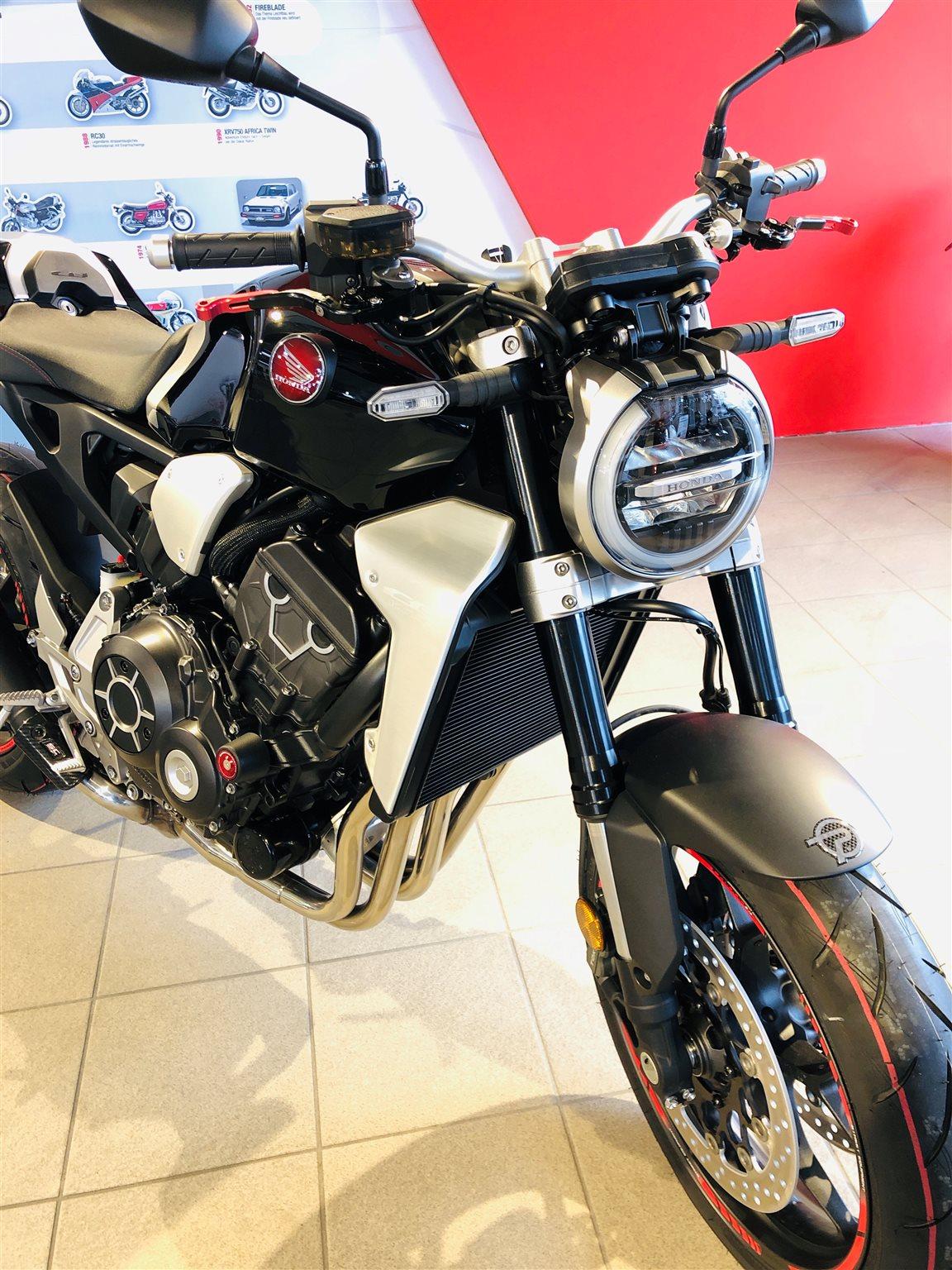 Details zum Custom-Bike Honda CB 1000 R des Händlers M