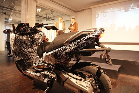 motorrad modellnews f r roller motorr der. Black Bedroom Furniture Sets. Home Design Ideas