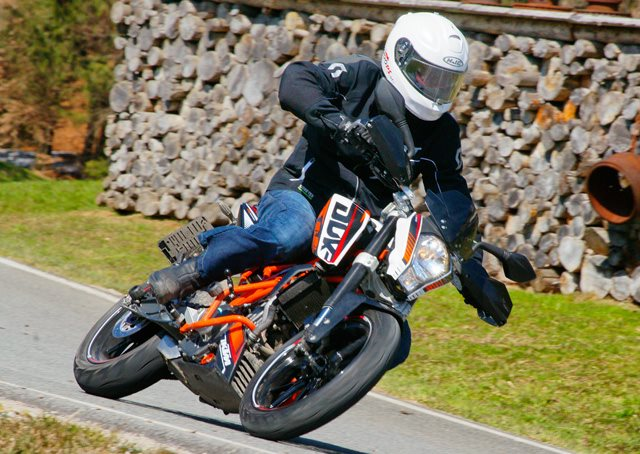 testbericht ktm 390 duke testbericht mit actionbilder und. Black Bedroom Furniture Sets. Home Design Ideas