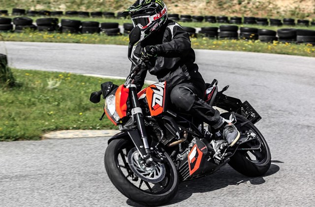 testbericht 2014 ktm 125 duke test. Black Bedroom Furniture Sets. Home Design Ideas