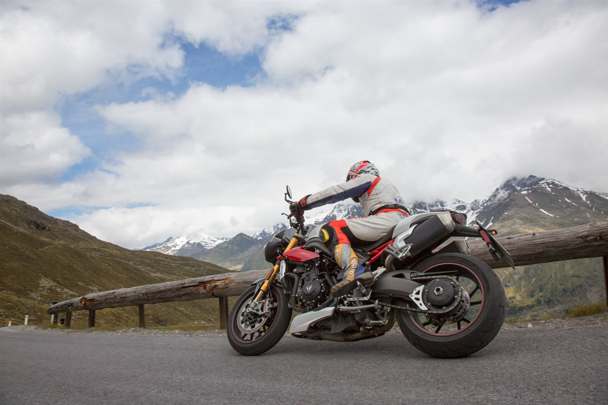 Triumph Speed Triple R Test in den Alpen Ischgl 2016 Foto